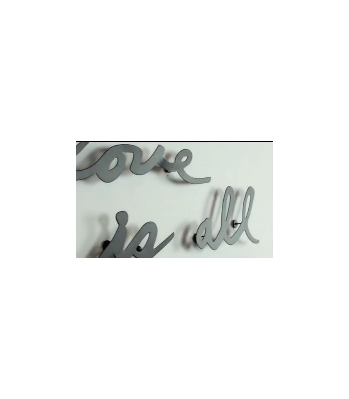D coration murale en m tal noir love is all you need umbra for Decoration murale love