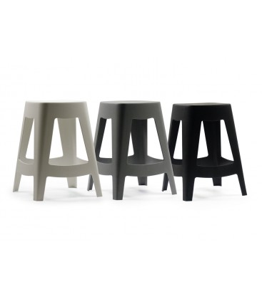 Tabouret ext rieur design empilable en plastique noir for Table exterieur plastique noir