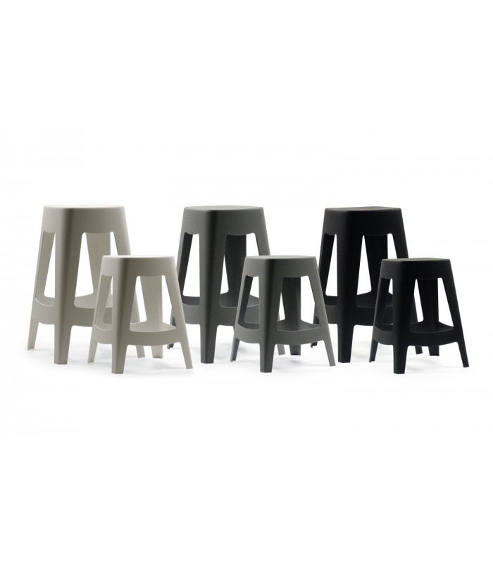 tabouret ext rieur design empilable en plastique noir. Black Bedroom Furniture Sets. Home Design Ideas